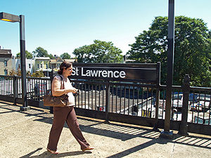 St Lawrence Avenue (IRT Pelham Line) by David Shankbone.jpg