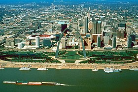 St Louis Missouri skyline over arch.jpg