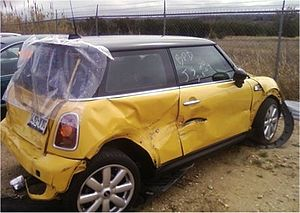 English: A 2007 MINI Cooper'S car shown soon a...