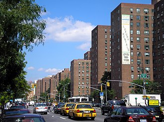Stuyvesant Town–Peter Cooper Village - Stuyvesant Town as seen from First Avenue, looking uptown (north-northeast) (2006)