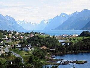Sula, Møre og Romsdal - View of the village of Sunde