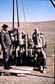 Syrien 1961 Tabqa Staudammprojekt Bohrstelle Menschen 0009.jpg