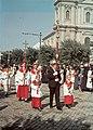 Szabadka 1941, Körmenet, háttérben a Szent Teréz főszékesegyház. Fortepan 15231.jpg