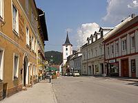 Türnitz mit Blick auf die kath Pfarrkirche hl Martin.jpg