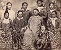 Tahitiennes en robe mission.jpg