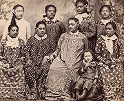 Tahitiennes en robe mission