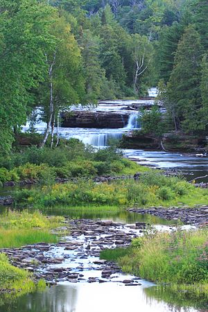 Tahquamenon Falls - Image: Tahquamenon falls lower