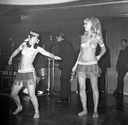 The Ladybirds opptrer i Bergen The Ladybirds performing in Bergen, Norway (1968) (2).jpg