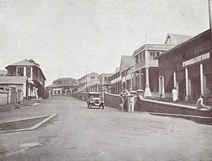 Kumasi - Kings Way Road in Kumasi, 1925.