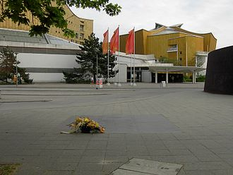 Tiergartenstraße - Bus terminal at the Philharmonie, in the foreground a plaque is set into the pavement to commemorate the victims of the Aktion T4
