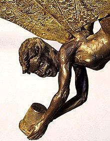 ティンカー・ベルのブロンド像