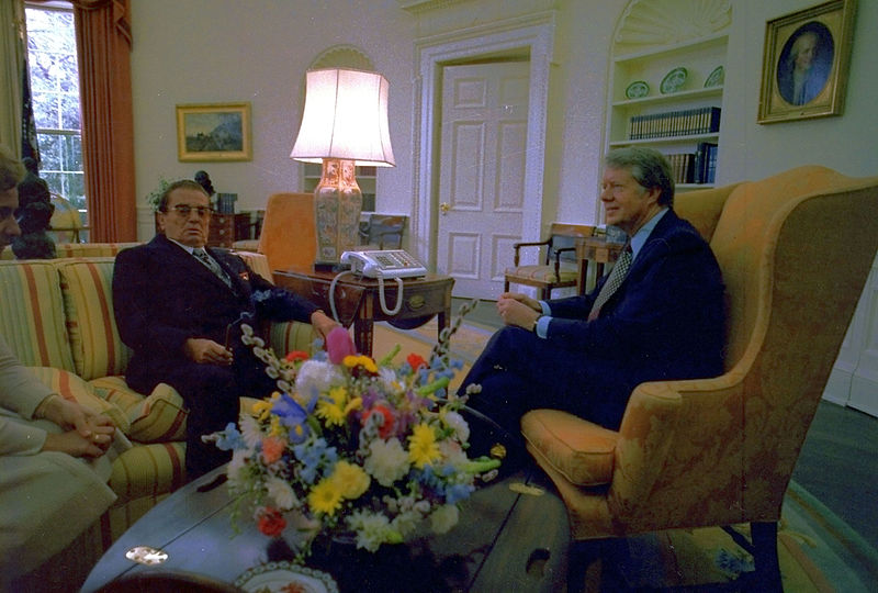 Fájl:Tito and Carter in the Oval Office, 7 March 1978.jpg