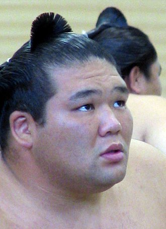 """Chonmage - A modern sumo wrestler with a """"ginkgo""""-style chonmage"""