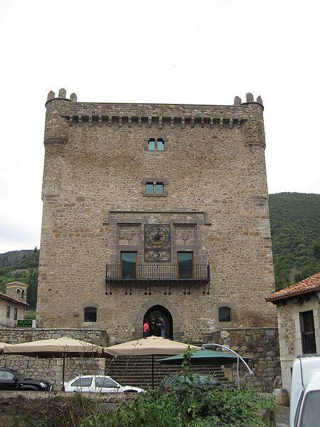 File:Torre del Infantado, Potes.jpg