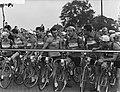 Tour de France , vertrek uit Amsterdam, start aan Haagseweg, de Franse ploeg aan, Bestanddeelnr 906-5819.jpg