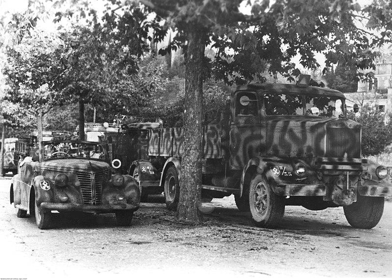 800px-Transport_zaopatrzenia_dla_armii_niemieckiej_na_froncie_w%C5%82oskim_%282-2427%29.jpg