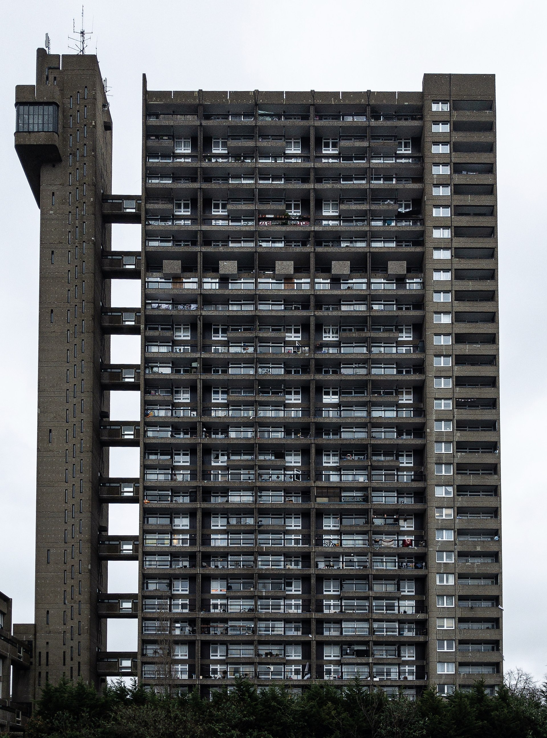 1920px-Trellick_Tower_front_view.jpg