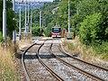 Trojská, zastávka Nad Trojou, tramvaj 37 v protisměru.jpg