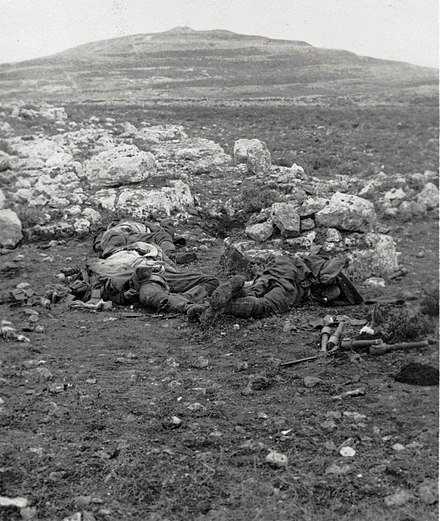 Dead Ottoman soldiers at Tel el Ful in 1917 Turkish dead at Tell el Ful in 1917 LofC ppmsca-13291.00048v.jpg