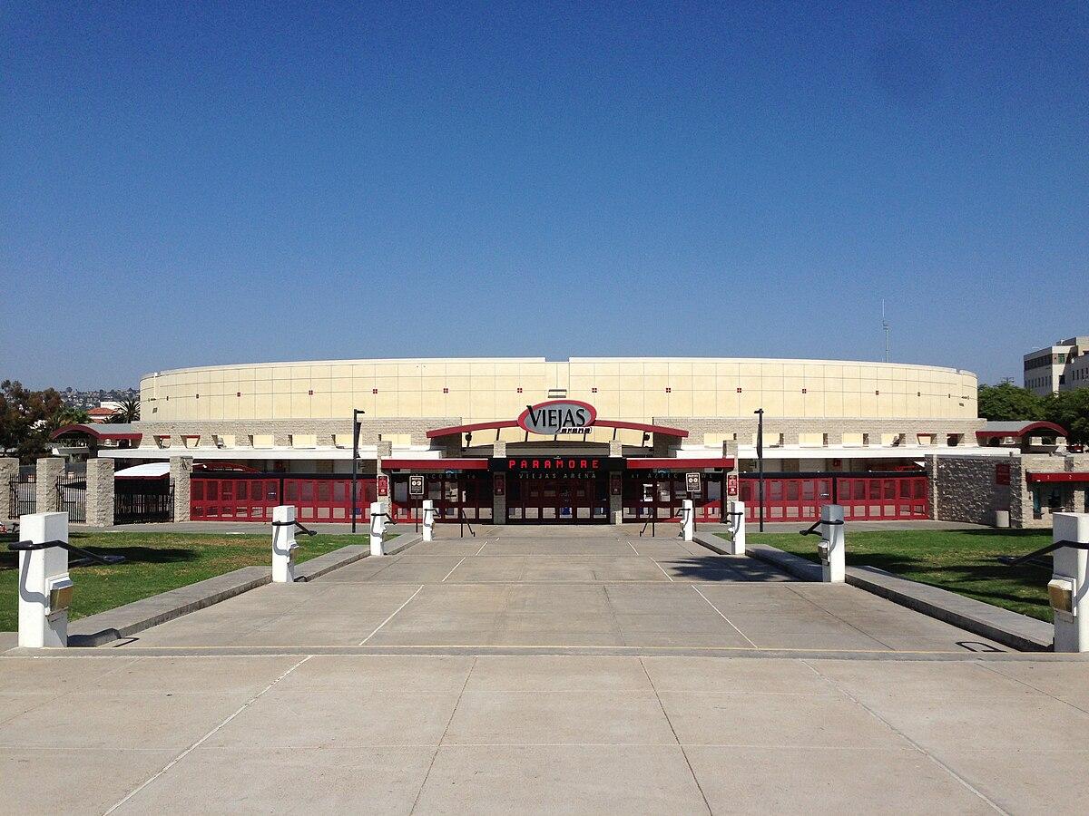 5 Mars 2017 - Viejas Arena, San Diego, CA, USA 1200px-USA_CA_SanDiego_SDSU_001_2013_-_Viejas_Arena