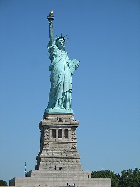 https://upload.wikimedia.org/wikipedia/commons/thumb/4/42/US_-_Liberty_Island_-_05.JPG/450px-US_-_Liberty_Island_-_05.JPG