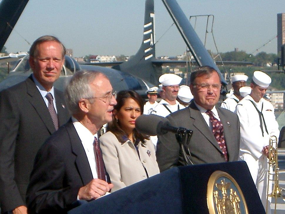 US Navy 020907-N-3399W-001 SECNAV announces naming of USS New York (LPD 21)