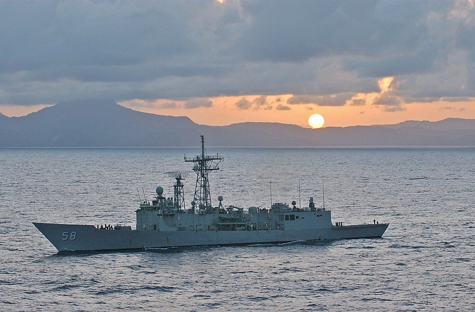 US Navy 070409-N-5459S-445 The Oliver Hazard Perry-class frigate USS Samuel B. Roberts (FFG 58) sails in the Caribbean during a PHOTOEX