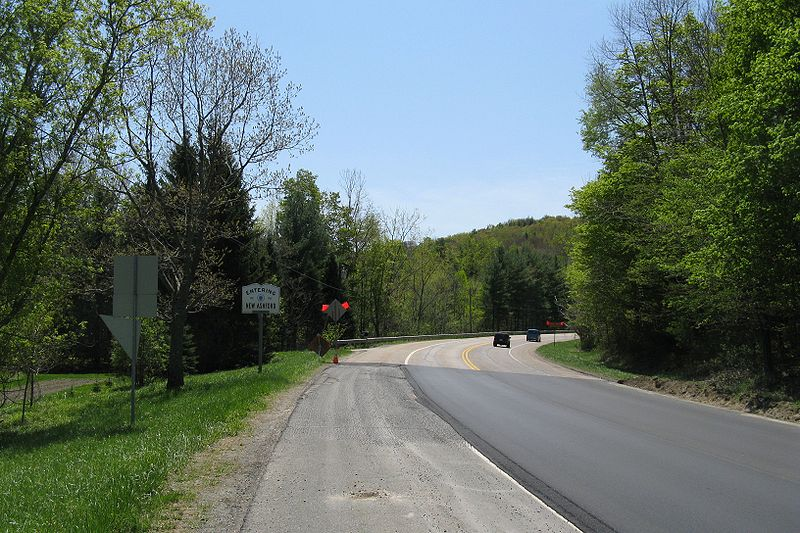 Archivo:US Route 7 southbound entering New Ashford MA.jpg
