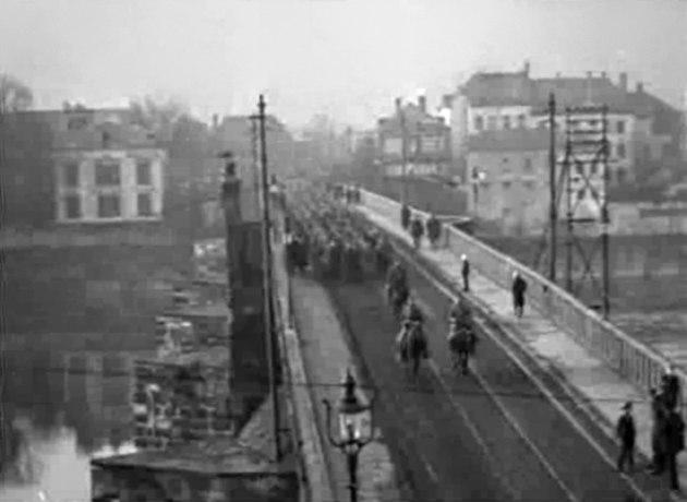 US troops on Roman bridge 01 Trier 1918