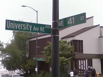 "The Ave - Erroneous signage for ""University Avenue NE"" at the intersection with NE 41st Street"