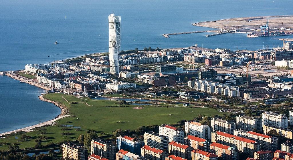 Nouveau quartier de Västra Hamnen à Malmö et sa tour Torso. Photo de David Castor