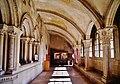 Vézelay Basilique Ste. Marie Madeleine Kreuzgang 6.jpg