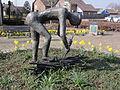Venray Castenray, sculptuur op dorpsplein mbt Carnaval.JPG