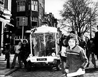 Witkar - Transport minister Irene Vorrink and alderman Brautigam make the first trip in a Witkar on the Prinsengracht in Amsterdam on 21 March 1974.