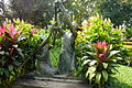 Vientiane, Haw Pha Kaeo le jardin.jpg