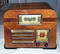 Vintage Philco Transitone Clock Radio, Model PT-69, 5-Vacuum Tubes, Sessions Clock, A Nice Clean Trapezoid-Shaped Design, Circa 1940 (8627763621).jpg