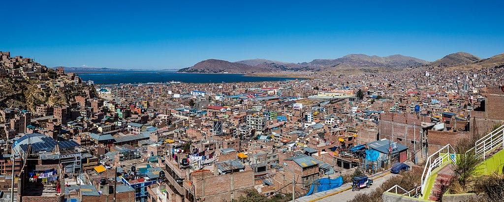 Vista de Puno y el Titicaca, Perú, 2015-08-01, DD 53-54 PAN.JPG