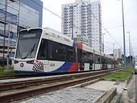 Vossloh Tramlink V4 A004 Canal 1 em Santos.jpg