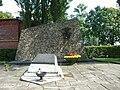 Włocławek-monument and wall of memory.JPG