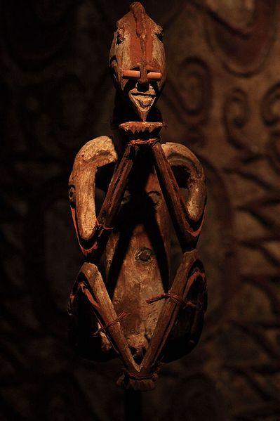 File:WLANL - Urville Djasim - Vrouwenfiguur uit het Noordwest-Asmatgebied - Woman figure from north-west Asmat area.jpg