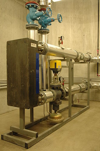 District heating substation - A district heating substation with a thermal capacity of 700 kW. This unit isolates the water circuit of the district heating system from the customer's central heating system.