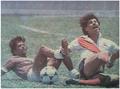Wally Solano (Saprissa) y Giovanni Alfaro (Municipal San Jose) en disputa por el balón.png