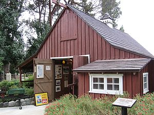Carolwood Pacific Railroad - Image: Walts Barn
