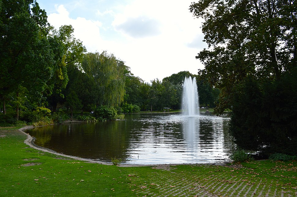 Warmer Damm Pond and Fountain