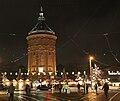 Weihnachtsmarkt am Mannheimer Wasserturm.jpg