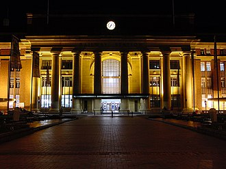 Wellington railway station - Wellington railway station frontage at night, 14 May 2003.
