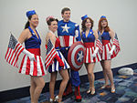 File:WonderCon 2012 - USO girls and Captain America (7019316815).jpg