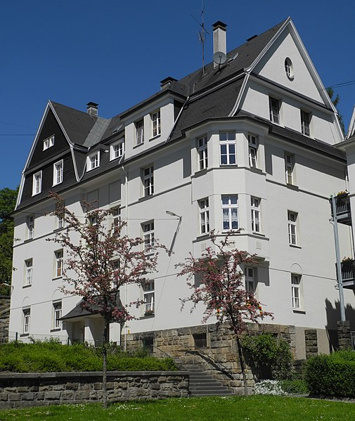 File:Wuppertal, Jahnplatz 2 + 4, über Eck.jpg - Wikimedia Commons