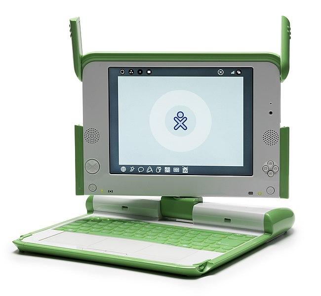 OLPC este foi o desencadeante da aparición do novo segmento netbook, un portatil pensado para rapaces de países en vías de desenvolvemento