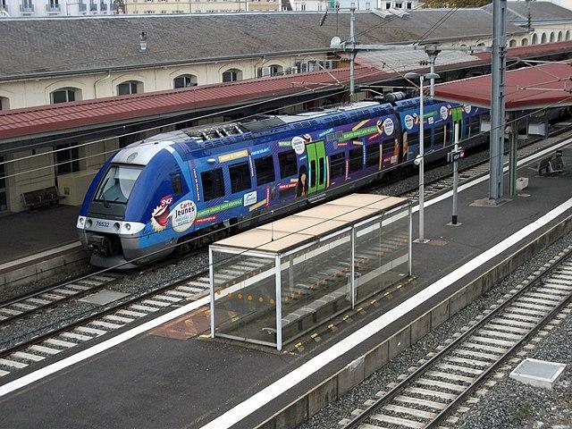 Un X 76500 en gare de Vichy (8 novembre 2014)